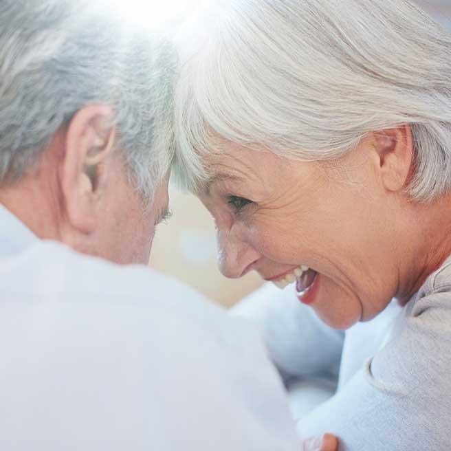 Śmiejąca się starsza para| Protefix